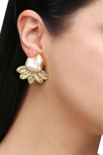 Pearl & Golden Leaf Stud Earring-2